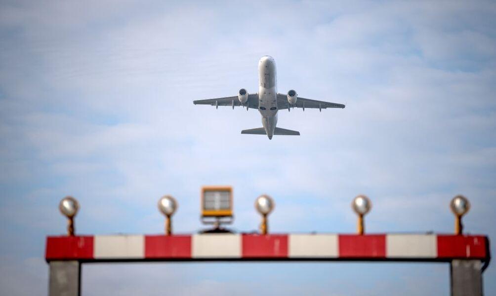 Teilaufhebung der Reisewarnung - Ab in den Urlaub: Bundesbürger starten nach Corona-Pause