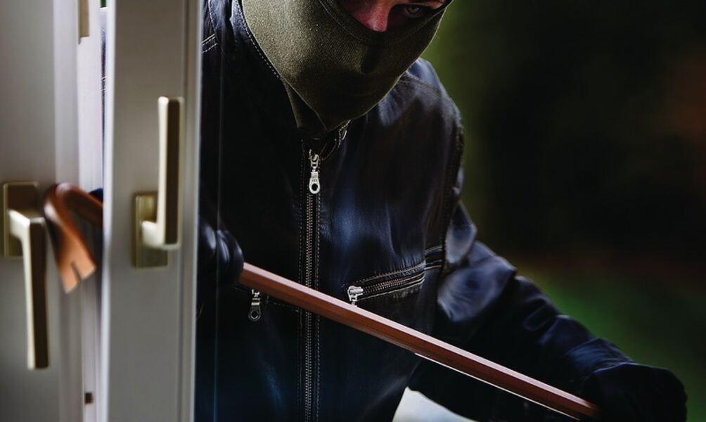 Einbrecher Im Haus Opfer Schlafen
