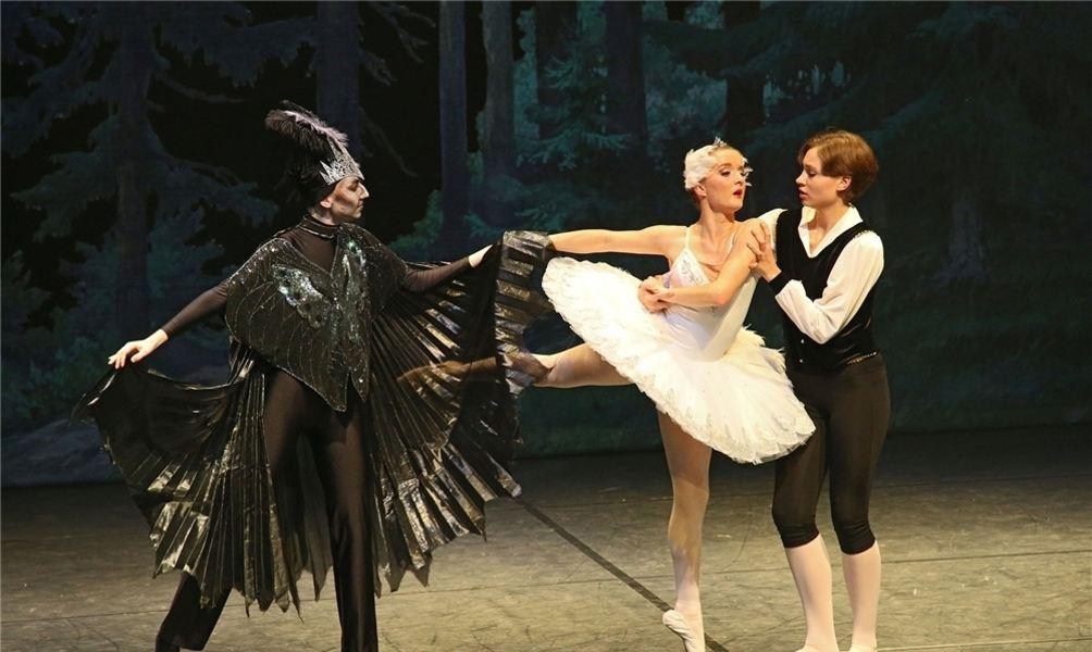 Hamelner Ballettratten tanzen Schwanensee - Dewezet