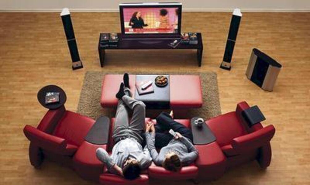 heimkino im haus dank sessel und surround. Black Bedroom Furniture Sets. Home Design Ideas