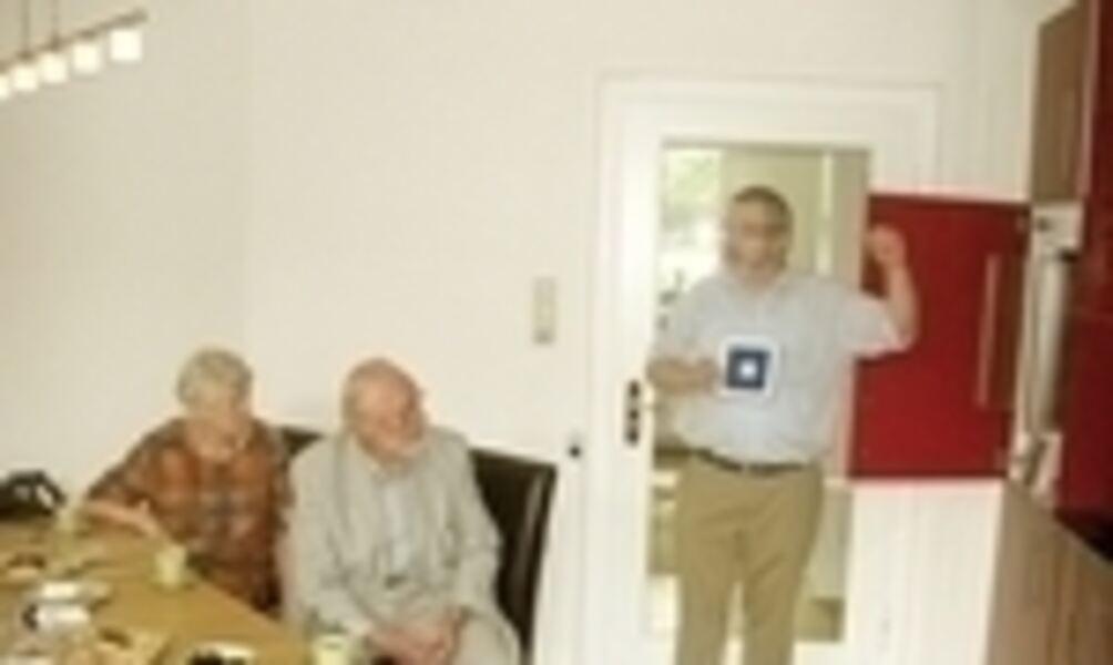 Mehr Sicherheit für Senioren: Notruf und Sensoren im Badezimmer